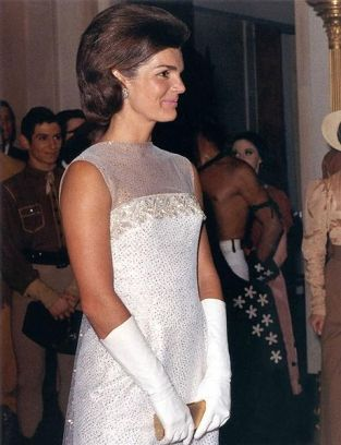 459px-jacqueline_kennedy_after_state_dinner_22_may_1962